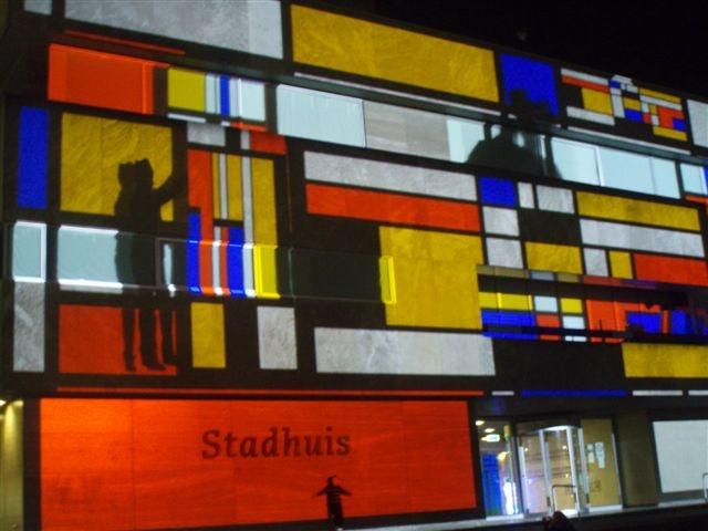 lichtprojectie op gevel stadhuis tijdens glow eindhoven  u00ab met jannemarie